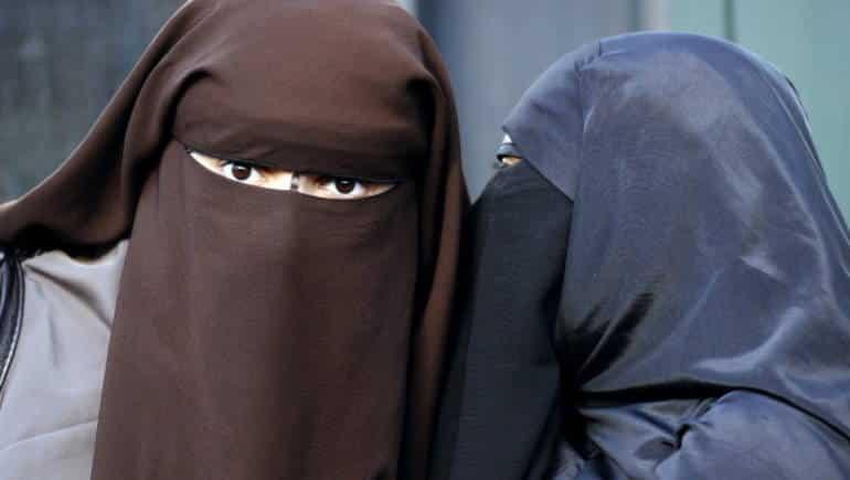 لهذه الأسباب منها الإقتصادية يجب منع ارتداء النقاب