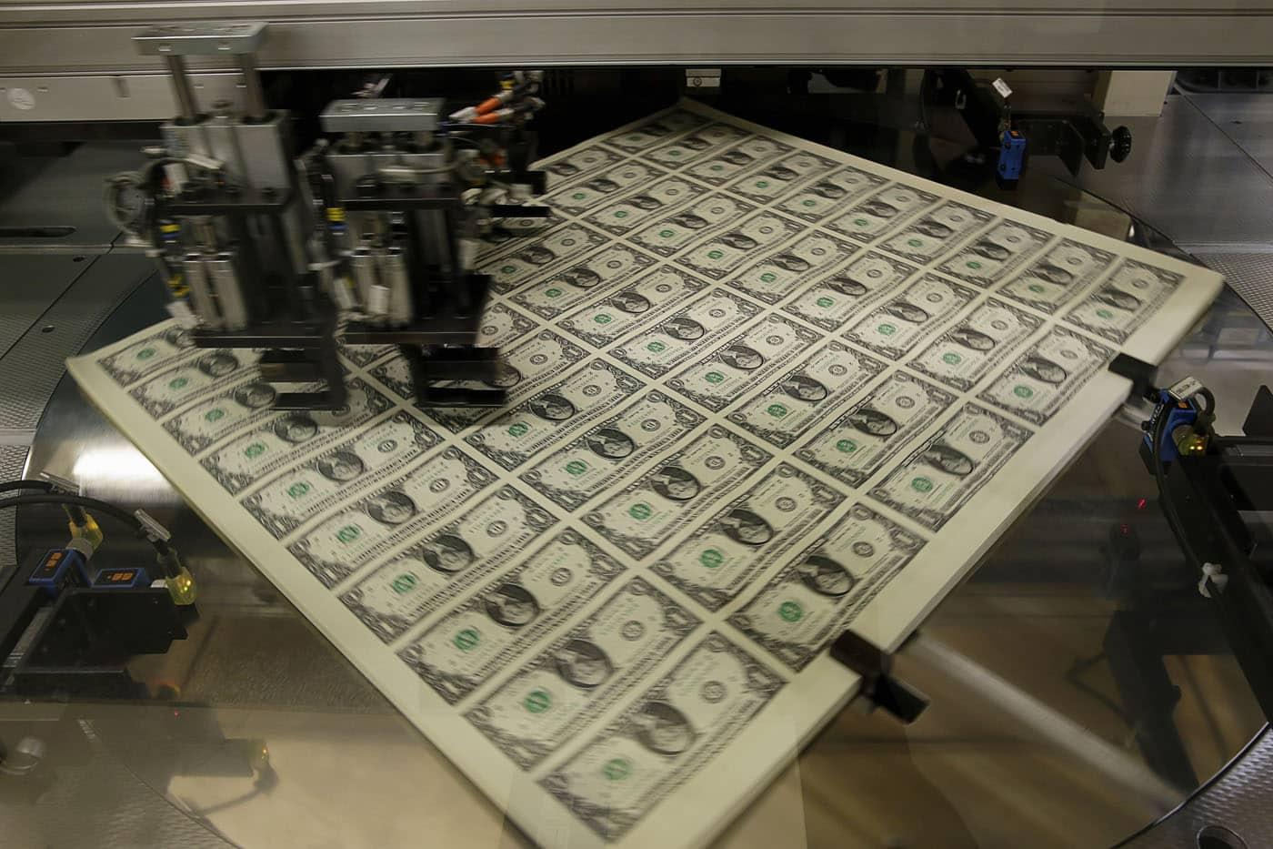 المشكلة في طباعة النقود للقضاء على الديون والفقر