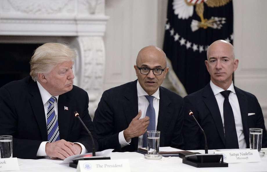 صراع أمازون ضد مايكروسوفت وعزل دونالد ترامب
