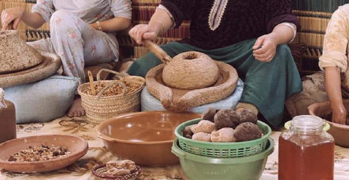 كل شيء عن صناعة زيت أركان في المغرب