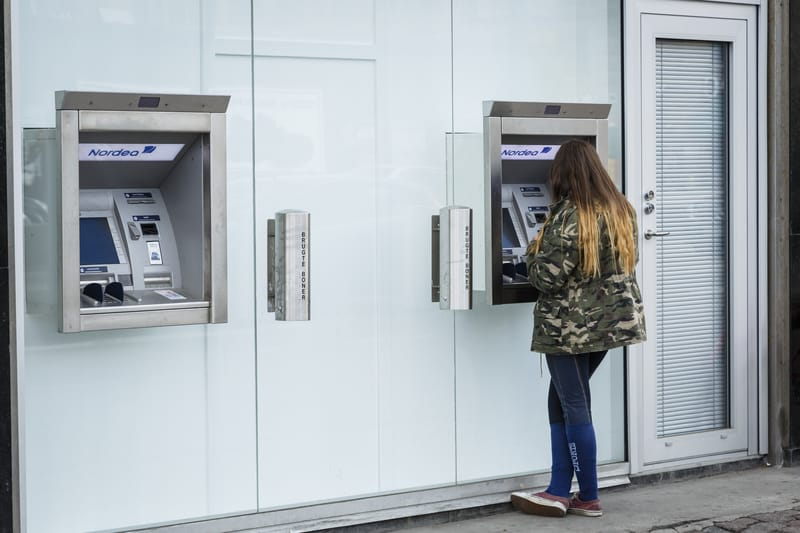 كيف يربح البنك المال ومصادر دخل البنوك العادية