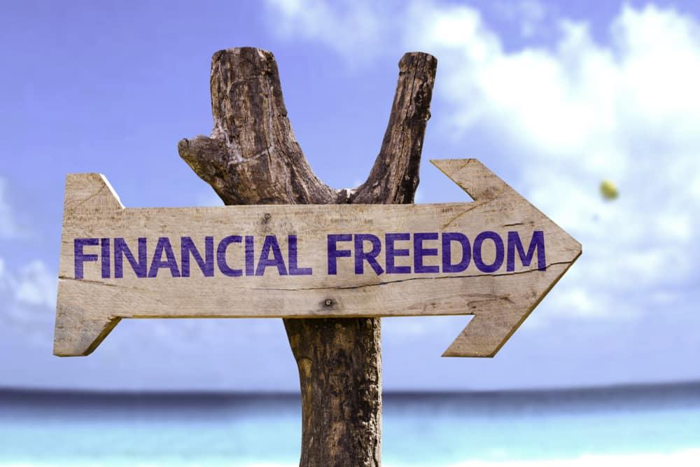 ما هي الحرية المالية وكيف يمكن الوصول إليها؟