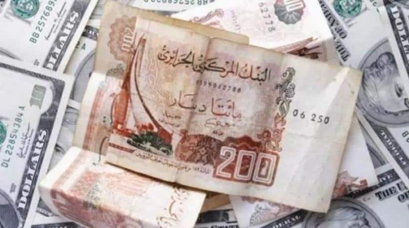 انهيار الدينار الجزائري سيستمر حتى 2023 على الأقل