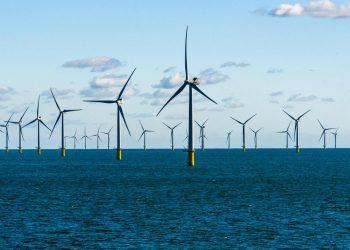 عمالقة النفط يتسابقون نحو إنتاج طاقة الرياح البحرية