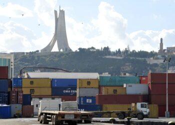 أسباب طرد آلاف المغاربة المقيمين من الجزائر